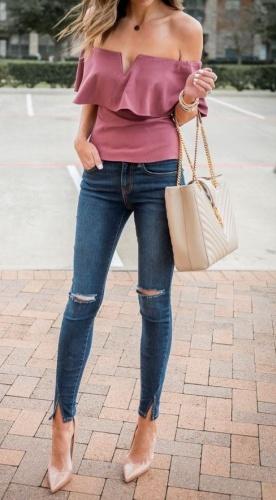 OMZU AÇIK BLUZLAR: OUT   Belki de jean pantolonun en büyük tamamlayıcısı omzu açık bluzlardı. Ancak artık bu bluzları gardrobunuzdan çıkarmanın vakti geldi. Her iki omzu da açık bluzlar bu sezon OUT !