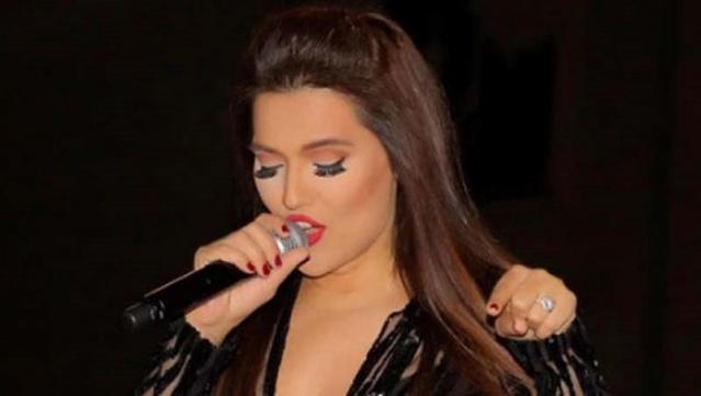 Sosyal medyayı en sık kullanan isimlerin başında gelen ünlü şarkıcı Demet Akalın yine çok konuşulacak bir paylaşıma imza attı.