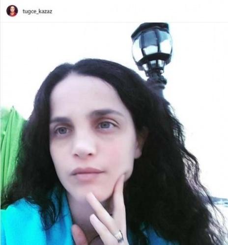 Yaptığı açıklamalarla sık sık gündem olan Tuğçe Kazaz makyajsız fotoğrafını Instagram'da paylaştı.   Bir dönem podyumlarda fırtınalar estiren Kazaz'ın fotoğrafı yorum yağmuruna tutuldu.