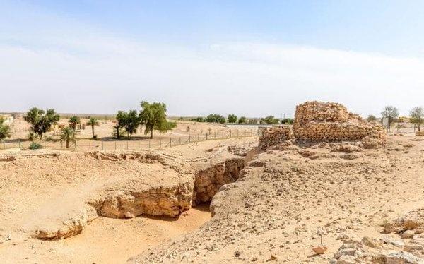Shisr, Oman  Güney Umman'daki bu çöl yerleşimi, 1992 yılında Sir Ranulph Fiennes de dahil olmak üzere bir arkeolog ve kâşif ekibi tarafından bulundu. Uzmanlar, bugün burada ziyaretçilerin gördükleri gerçekte Ubar olduğunu, ancak Pers, Roma ve Yunanistan'daki eserlerin bulunup bulunmadığını keşfederek bölgede önemli bir ticaret merkezi olduğunu belirttiler.