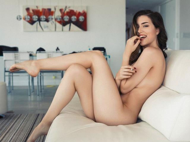 Seksi model Lauren Summer, sosyal medyada paylaştığı fotoğraflarla nefesleri kesiyor