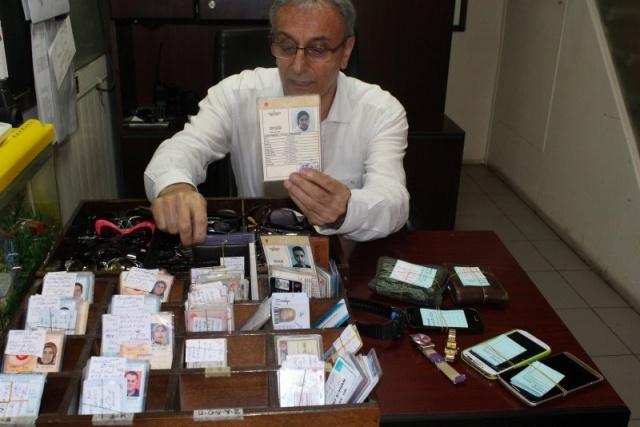 İzmir'de Büyükşehir Belediyesine bağlı otobüslerde unutulan eşyalar 'Kayıp Eşya Bürosunda' muhafaza ediliyor.