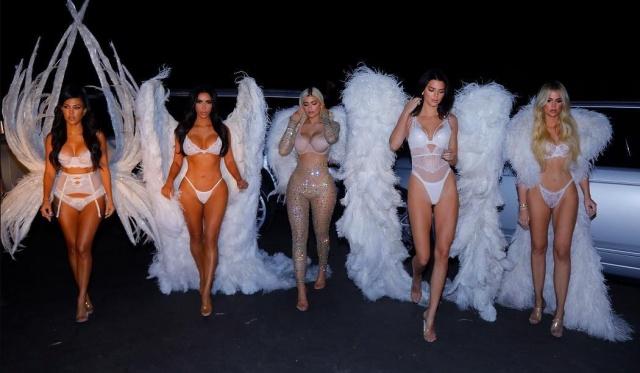 Her hareketleriyle magazin gündemini domine eden Kardashian/Jenner ailesi, Halloween için Victoria's Secret melekleri oldu.
