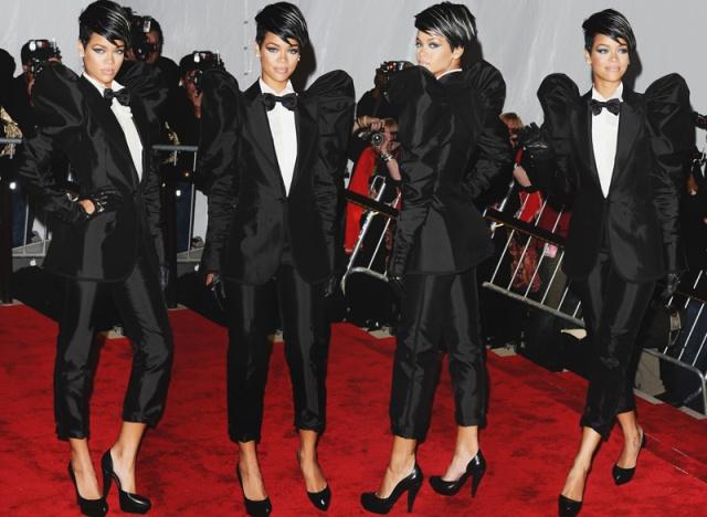2009 - Maskülenlik yükseliyor, peki bu Rihanna'ya göre mi? En önemli moda etkinliklerinden biri olan Met Gala'ya bu ilginç görünümle katılan Barbadoslu müzisyenin kıyafet seçimi ve saçları her zevke hitap etmese de, onun cesaretini ele verdiği kesin.