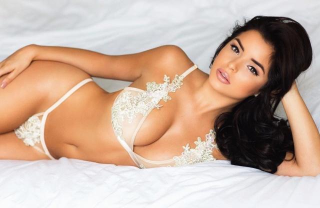Sosyal medya paylaşımlarıyla sık sık adından söz ettiren genç model, son fotoğrafıyla yine çok konuşuldu.