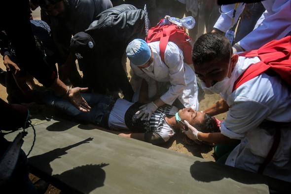 Filistinli sağlık makamları, İsrail askeri tarafından Gazze'de yapılan katliamda, sınırda toplanan binlerce Filistinli'ye açılan ateşle en az 52 kişinin hayatını kaybettiğini, 1693 kişinin yaralandığını duyurdu.