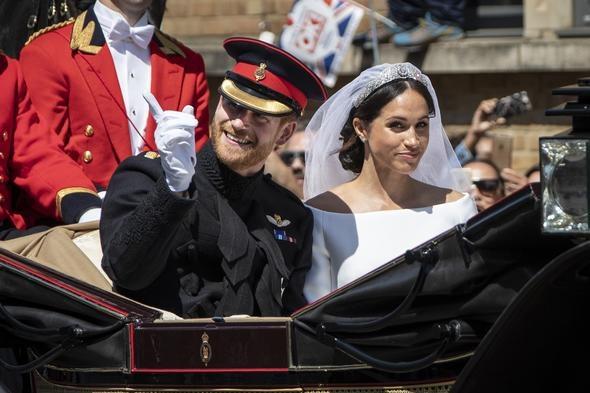 """İngiliz Daily Mail gazetesinin haberine göre, Prens Harry, babası yüzünden yaşanan krize atıfta bulunarak, """"Her şeyi harika bir şekilde yönettin"""" dedi. Harry'nin 'Hayatımın geri kalanını seninle geçirmek için sabırsızlanıyorum' dediği ifade edildi."""