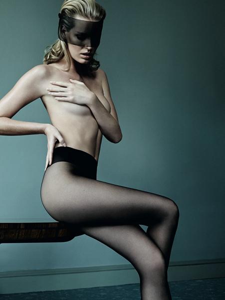 Seksi iç çamaşırlarının tanıtıldığı kampanya çekimleride Caroline Winderg'ün iddialı pozları dikkat çekti.