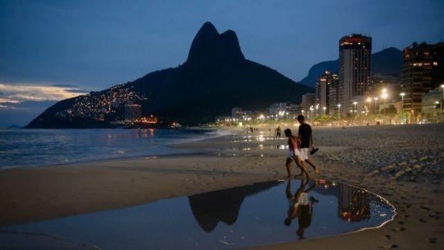 Rio de Janeiro, Brezilya  Doyasıya eğlenmeyi seven bir çiftseniz Sevgililer Günü için Rio de Janeiro'nun yolunu tutabilirsiniz. Tarihleri biraz kaydırarak dünyanın en büyük ve en eğlenceli festivali Carnival in Rio de Janeiro'nun tutkulu atmosferine kendinizi kaptırabilirsiniz. Brezilya'nın göz bebeği Rio de Janeiro'da unutulmaz bir Sevgililer Günü için elinizi çabuk tutmanız gerekiyor. Üstelik Brezilya'ya vizesiz gidebiliyorsunuz. Her şeyi bir araya getirince sizin de canınız aşkınızı dünyanın en büyük partisi Rio Karnavalı'yla birlikte kutlamak istemedi mi?