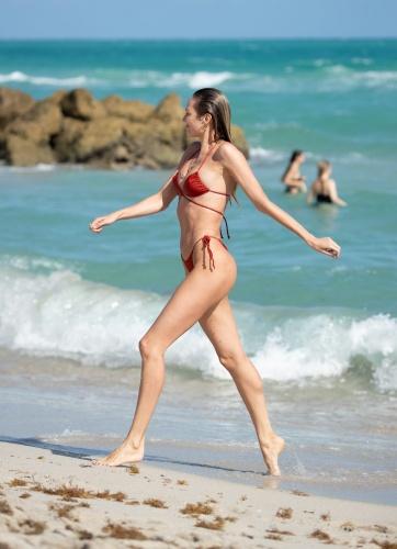 Dünyaca ünlü model, formda görüntüsü ile nefes kesti.