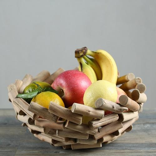 5. MEYVE SEPETİNİ BOŞ BIRAKMAYIN  Mutfağınızı tıka basa doldurmak yerine minimal tarzda döşemelisiniz ve enerji akışına izin vermelisiniz. Bunun yanında meyve tabaklarını asla boş bırakmamalı, meyve ve sebze sepetlerini her zaman dolu tutmalısınız. Böylece bolluk ve bereket enerjisini yakalayabilirsiniz.