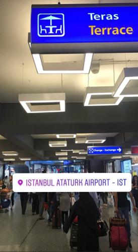 Instagram'dan bir hikaye paylaşan Selter, Atatürk Havalimanı'ndan bir fotoğraf paylaştı.