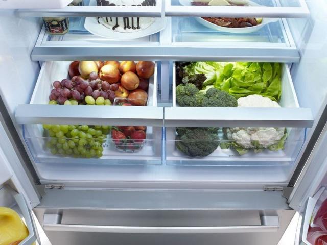 Genellikle yiyecek ve içeceklerin bozulmaması için kullanılan buzdolabına farklı eşyaları da koyarak ömürlerini uzatabilirsiniz. İşte buzdolabına konulduğuna inanamayacağınız birbirinden ilginç şeyler...