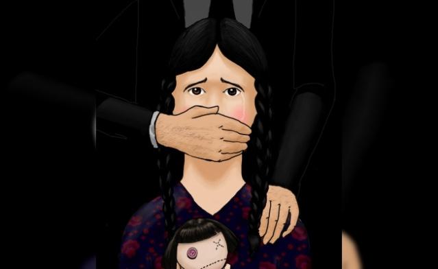 7 - 16 Yaş:  Okul başarısında düşme, Korku (özellikle yetişkinlerden), Depresif belirtiler, Travma sonrası stres bozukluğu belirtileri, Yaşa uygun olmayan davranışlarda artma (anne ya da abla davranışı gösterme), Cinsel konularla aşırı uğraşma, Cinsel saldırganlık (başkalarını cinsel ilişkiye zorlama), Aşırı veya açıktan mastürbasyon, Evden kaçma veya eve gitmede isteksizlik, Kendine zarar verme, intihar girişimleri.