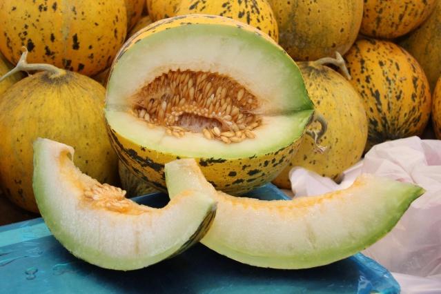 """Bu sebze ve meyvelerin proteini yüksek olmasa da vitamin, antioksidan ve diğer besleyici maddeler açısından zengin oldukları söylenebilir. Öte yandan başlık sizi yanıltmasın: Ne yerseniz yiyin, fazlası zarardır ve kilo aldırabilir. O nedenle tek bir besini sınırsız yemek hatasına sakın düşmeyin. Yine de """"Gönül rahatlığıyla bol bol ne yiyebilirim?"""" derseniz işte cevabı..."""