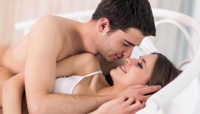 Cinsel gücü arttıran yiyecekler nelerdir? Bu yiyecekleri daha fazla tüketerek cinsel gücünüzü arttırabileceğinizi biliyor muydunuz?  Sağlıklı bir cinsel yaşamın belki de ilk ve tek koşulu sağlıklı beslenmektir. Bazı yiyeceklerin cinsel yaşam üzerinde doğrudan etkili olduğunu duymuş muydunuz? Evet yanlış duymadınız. Bazı yiyecekler cinsel yaşamdaki durağanlığı ortadan kaldırıyor ve kişilerde afrodizyak etkisi yaratıyor. Peki cinsel gücü arttıran yiyecekler nelerdir? İşte cinsel performansı arttıran yiyecekler!