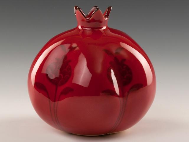NAR  Yeni yılın ve yeni umutların simgesi olan narın bereket ve bolluk getirdiğine inanılır.