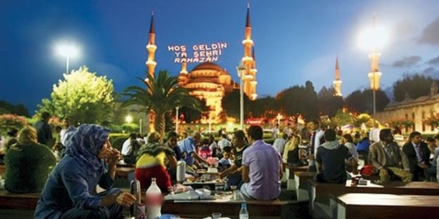Ramazan'ın başlamasına kısa bir süre kaldı. Tüm dünyada milyonlarca Müslüman kutsal kabul edilen bu ayda oruç tutacak. Oruç tutanlar Güneş'in doğuşundan-batışına kadar yemeyi ve içmeyi bırakacak.