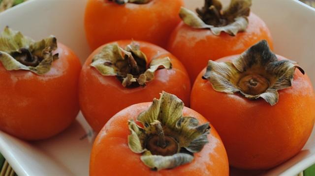Sonbaharın en sağlıklı besinleri arasında bulunan trabzon ya da diğer adıyla yaş hurmanın hiç bilmediğiniz yararları…
