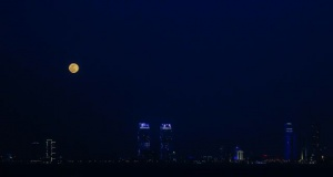 İzmir'de 'Süper Ay'dan büyüleyici kareler