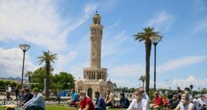 İzmir'de Cuma namazı, salgın sonrası ilk kez kılındı
