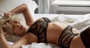Seksi model Caroline Vreeland