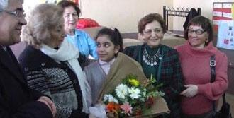 Kars'ta Yoksul Öğrencilere Giyecek Yardımı