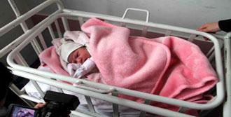 Yeni Doğan Bebeğini Sokağa Terk Etti