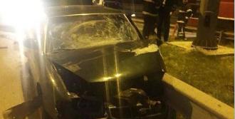 Bariyerlere Saplanan Otomobilin Sürücü Öldü