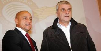 Carlos Akhisar'la Sözleşme İmzaladı