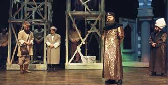 Sinan Süleymaniye'de Tiyatro Sahnesi'nde