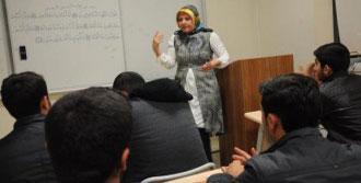 Öğretmenlik Özlemini Türk Öğrencilerle Dindiriyor