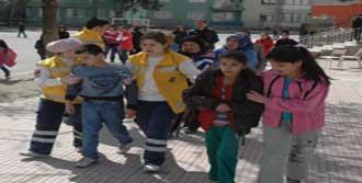 İlköğretim Okulunda Biber Gazı
