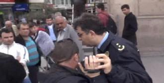 1 Mayıs Kutlamasında Gazeteciye Polis Şiddeti