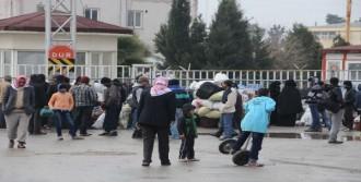 25 Bin Suriyeli Akçakale'den Döndü