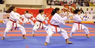 Karate Turnuvası Başladı