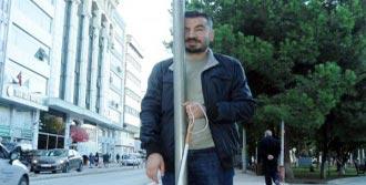 Görme Engelliden Kılavuz Yoldaki Engellere Tepki