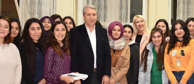 Rektör Budak'tan Öğrencilere Yılbaşı Ziyareti