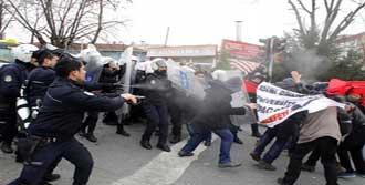 Kadıköy'de Önce Gaz Sonra Cop!