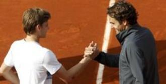 Federer Hayranına Acımadı