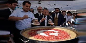 Diyarbakır'da 5 Bin Kişiye Aşure Dağıtıldı