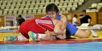 Kadınlarda İzmir Bşb Şampiyon Oldu