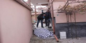 Garaj Çatısından Düşüp Öldü