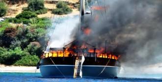 2 Milyon Euro'luk Yat Alevler İçinde