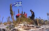 Yunan bayrağı diktiler, SAT komandoları botlarla gidip indirdi