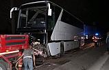 İzmir'de tur otobüsüyle kamyonet çarpıştı: Bir aile yok oldu