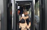 Foça'da 16 kaçak ile 2 organizatör yakalandı