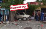 Otomobil kahvehaneye girdi: 2 ölü