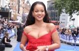 Rihanna yine yaptı yapacağını!