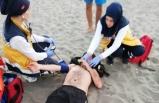 Genç kızı kurtarmaya çalışan 2 kişi, boğulma tehlikesi geçirdi